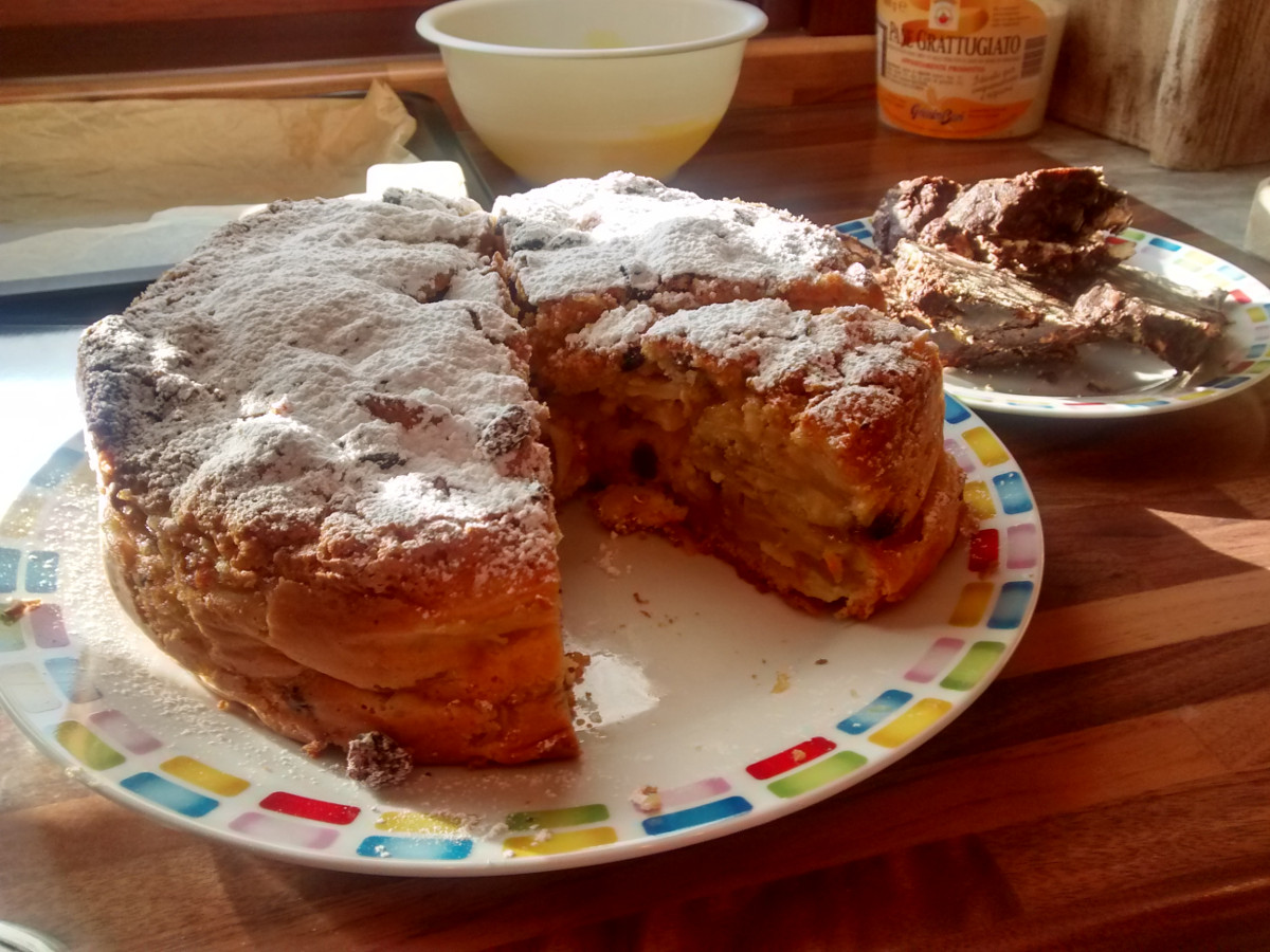 traditional italian apple cake