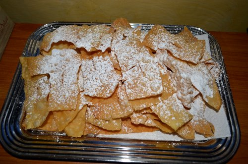 Sweet fried thin pastry strips